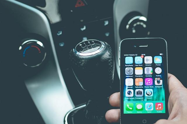 Trois points en moins si vous tenez votre téléphone au volant